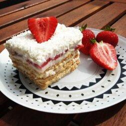 Przepis na ciasto raffaello z truskawkami. Ten smak to raj dla fanów słodkich deserów