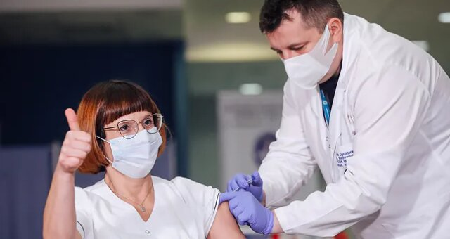 pierwsza osoba w polsce zaszczepiona na covid