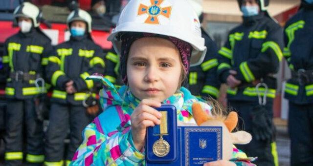 historia o 4-letniej dziewczynce, która uratowała mieszkanie i kota przed pożarem