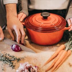 Prosta sałatka z piersi kurczaka – i zwykła kolacja natychmiast zamieni się w świąteczną!
