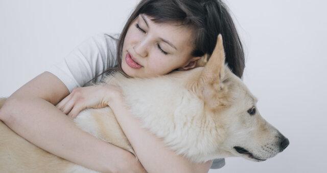 dziewczyna uratowała psa