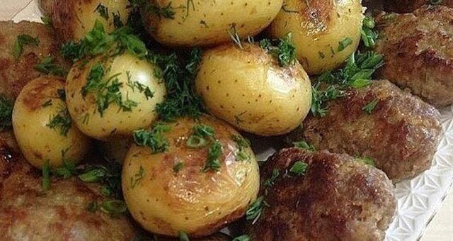 Ziemniaki z kotletami