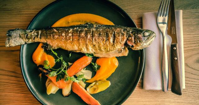 Czym grozi połkniętą ość ryby?